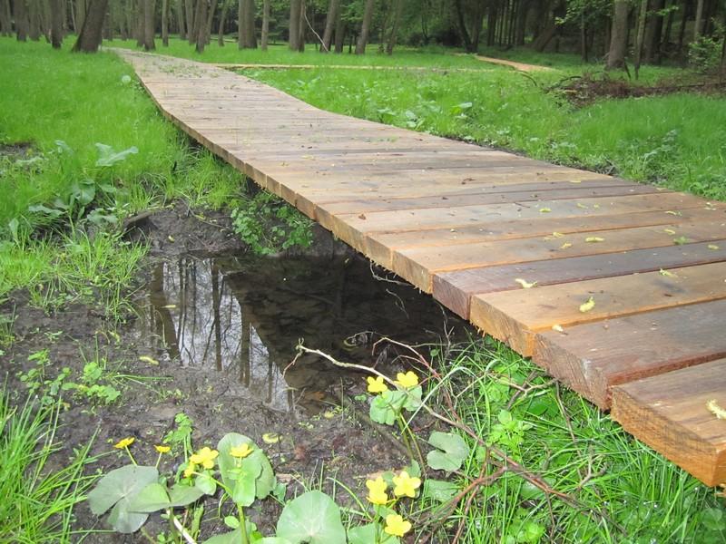 Dřevěný chodník klasické konstrukce